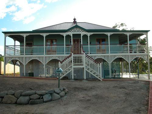 Queenslander traditional queenslanders for Queenslander style home designs