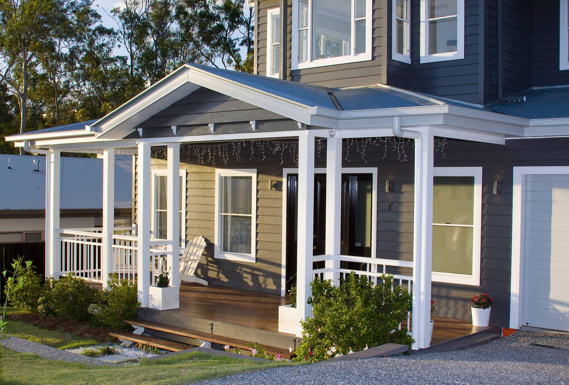 Hamptons inspired traditional queenslanders for Queenslander home designs australia